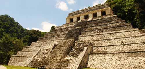Паленке пирамида на холме