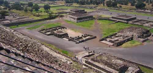 Теотиуакан вид с пирамиды Солнца